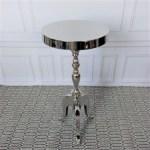 stylizowany niklowany stolik boczny