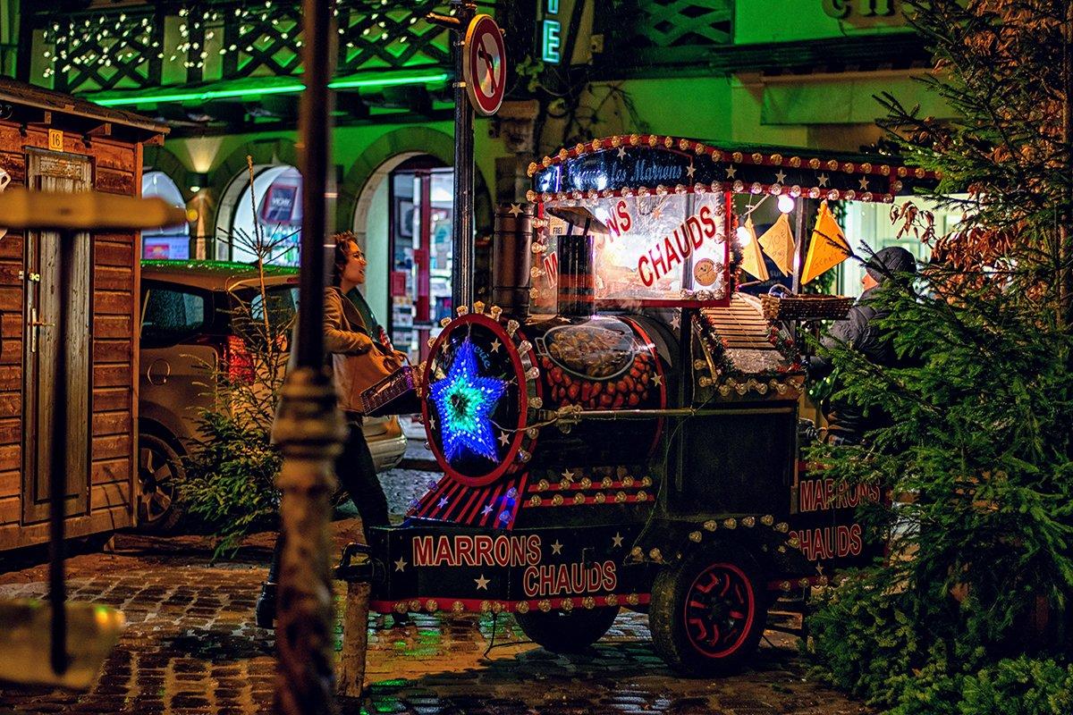 Acheter des marrons chaud au marché de Noël d'Obernai