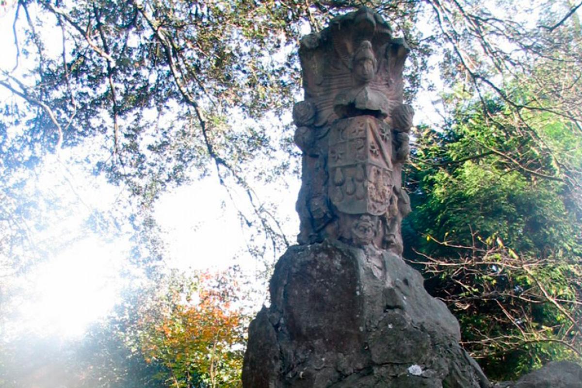 Imagen monumento de escudo