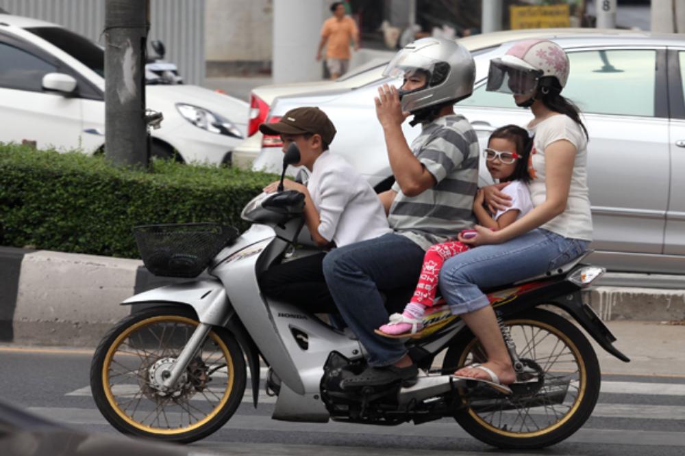 泰國是東南亞發生致命交通意外最高的國家。在這裡,行人要小心,窮人更要小心…