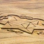 在各地農田上出現的麥田圈(Crop Circles),神秘圖型由誰創作? 這是否外星人給地球人的預言?