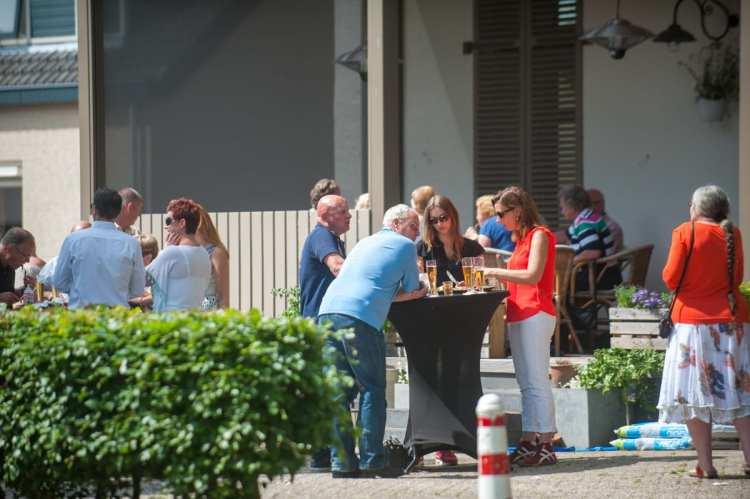 Bedrijfsborrel. Op diverse plekken in en rond de villa kunnen we in overleg uw feest of bedrijfsborrel organiseren.