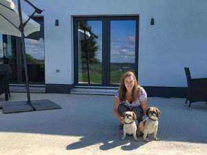 Catherine van Heeswijk en haar 2 honden
