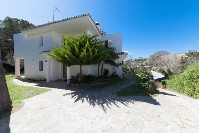 Elviria Family Villa for Sale – 650,000 euros