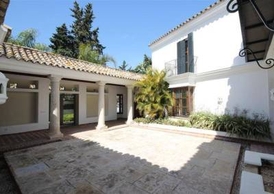 Guadalmina villa for sale courtyard
