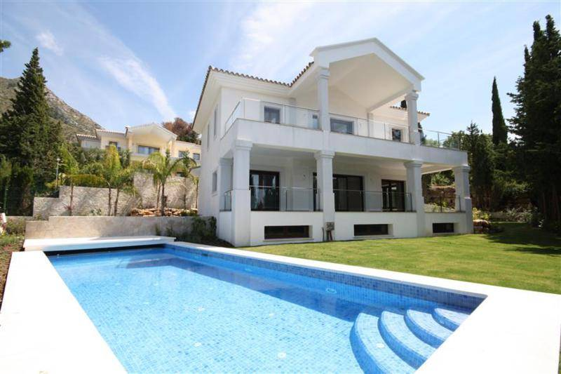 Villa for Sale in Sierra Blanca 5 Bedrooms – 2,600,000 euros