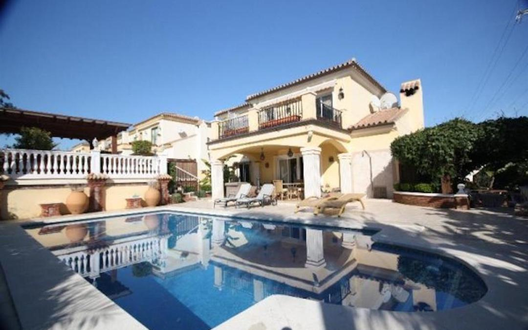 4 bedroom detached villa in Elviria Marbella