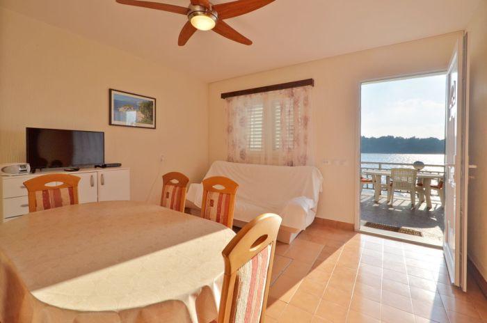 villa-tomislav-apartment1-livingroom-01
