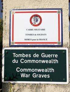 Plaques au cimetière de Conty