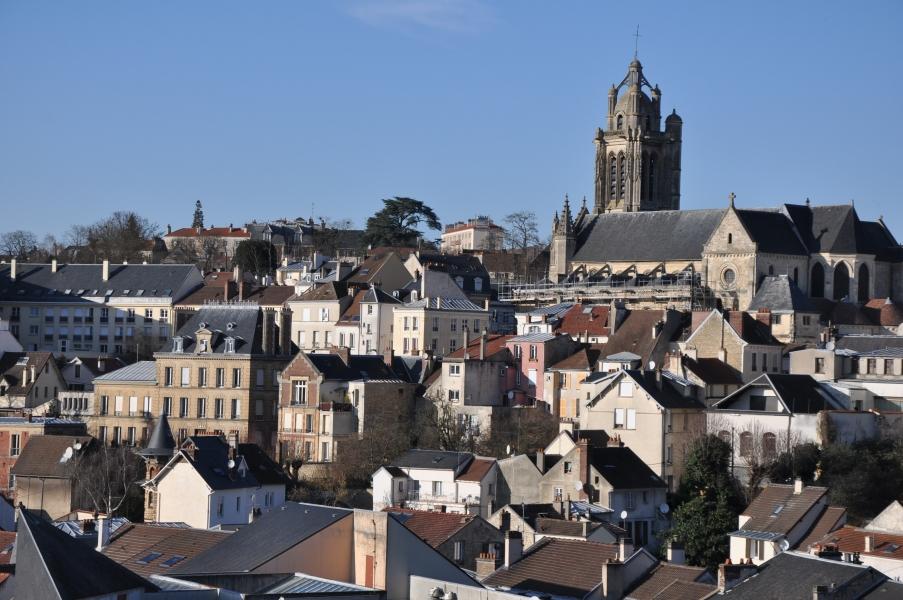vue sur Pontoise le long du GR 1