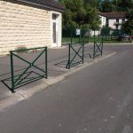 Pose de barrières aux écoles