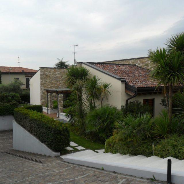Villa in pietre di Credaro e Trani