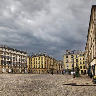 Mireille Tempez - Place Saint Louis désertée