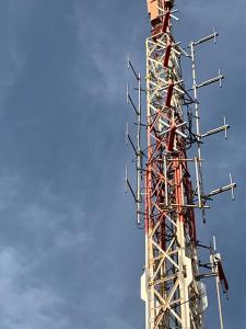 Suministro e instalación del nuevo sistema radiante de Fm de 6 Dipolos ASD100IX + Transmisor de Fm Modelo Blue Plus 3000, para Radio Castellón en el centro emisor de Desierto las Palmas Castellón.