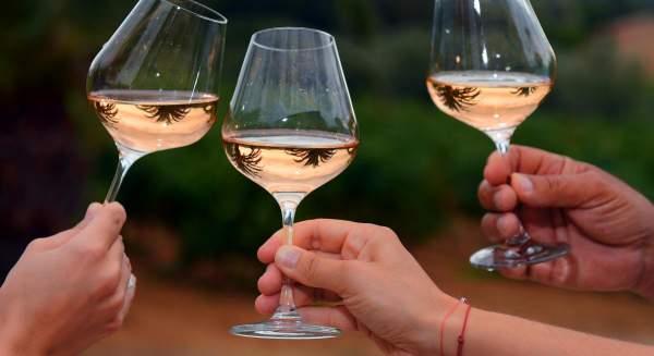 Verres à vin rosé