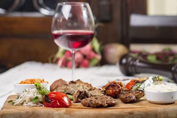 10 accords mets-vins et grillades faits pour le BBQ