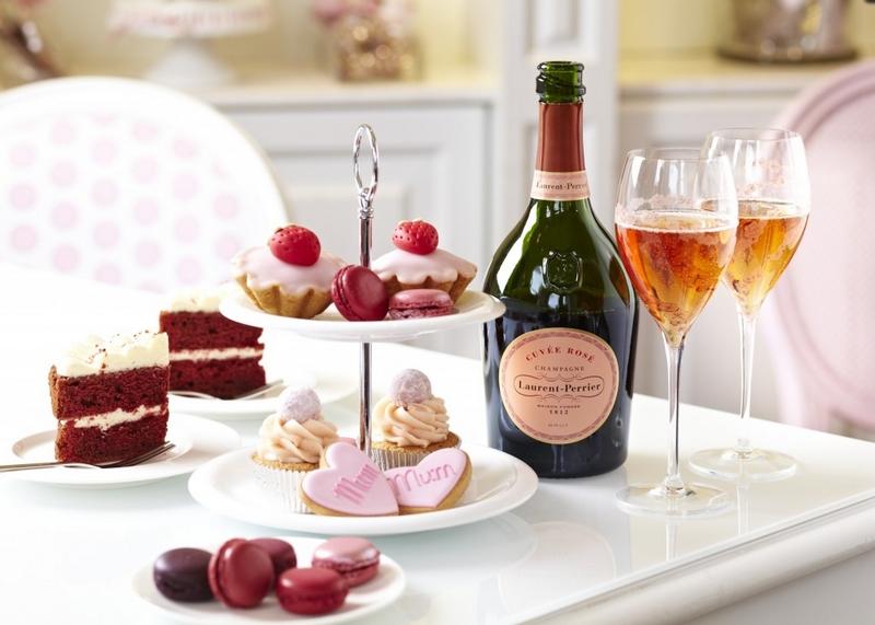 Champagne rosé et pâtisserie