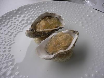 huîtres dans une assiette
