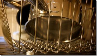 Du vinaigre et 10 astuces pour nettoyer et faire briller vos casseroles