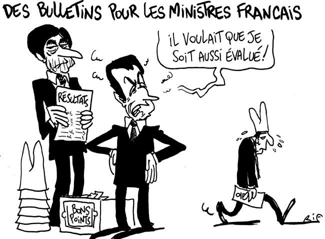 Sarkozy distribue des bulletins aux ministres