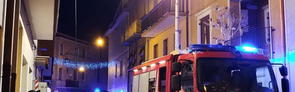 Incendio di appartamento in via Livio Andronico, salvati due anziani