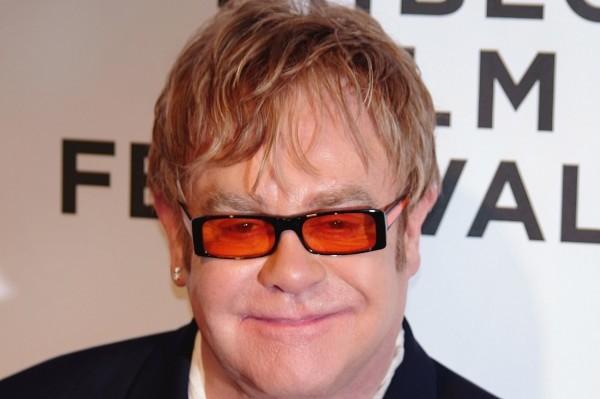 Ahora sí, Putin llama por teléfono a Elton John