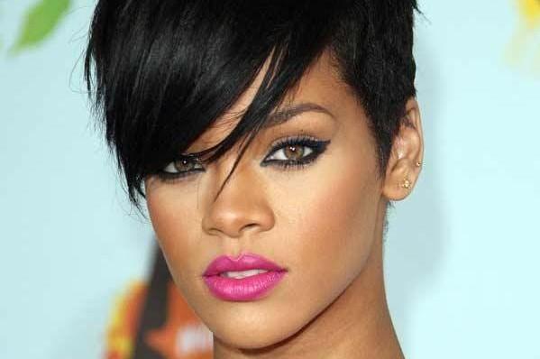 Rihanna celebra 10 años en la música