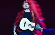 Ed Sheeran cierra con éxito Glastonbury, pero también con polémica, por el tipo de directo