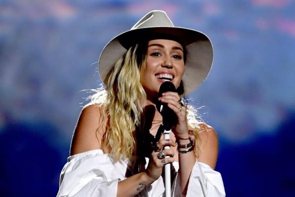 Miley Cyrus lanza 'Bad Mood' y 'Wildflowers', dentro de los Spotify Singles