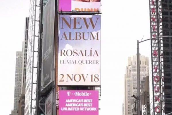 Rosalía anuncia por todo lo alto, desde Times Square en Nueva York, que su disco sale el 2 de noviembre