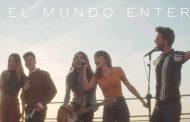 Aitana, Ana Guerra, Lola Indigo, Agoney y Raoul junto a Maikel Delacalle, se juntan para cantar 'El Mundo Entero'