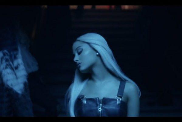 Ariana Grande volverá a ser #1 y #2 en singles, en UK