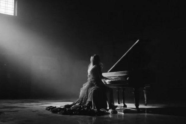Ellie Goulding estrena 'Flux'. Exquisito ejercicio de pop, para la mejor versión de la cantante en años
