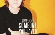 Lewis Capaldi casi se asegura una tercera semana en el #1 en UK, con 'Someone You Loved'