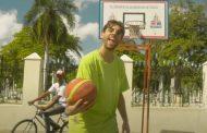 'Se iluminaba' en canciones y 'Pa Toda La Vida' en vídeos, dominan con artista español en YouTube España