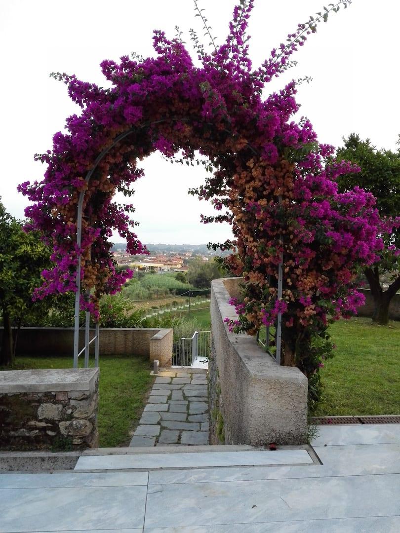 Montepepe Relais arco di fiori
