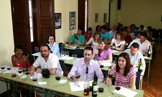 Asistentes al taller de iniciación a la cata de vino