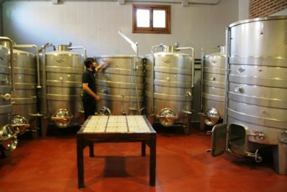 En éstos depósitos se elaboran sus vinos