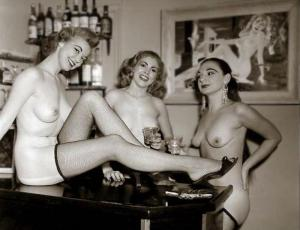 Pin-up Judy O'Day with others