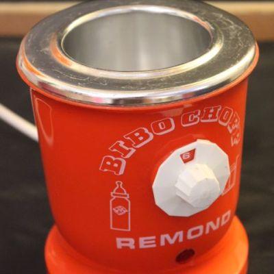 Pour mettre à bonne température le repas de bébé, utiliser ce chauffe biberon de la marque REMOND