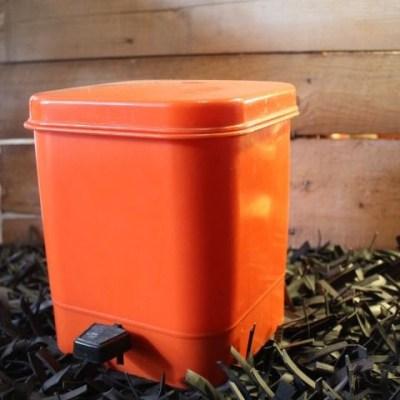 Poubelle en plastique orange vintage