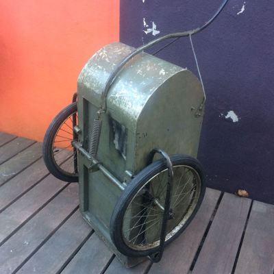 Ancienne remorque vélo vintage