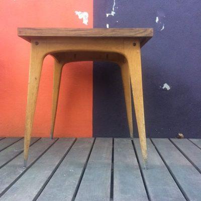 Table bistrot carré vintage dessus formica piétement