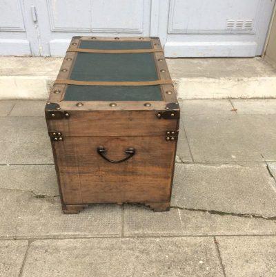 Coffre de rangement en bois vintage