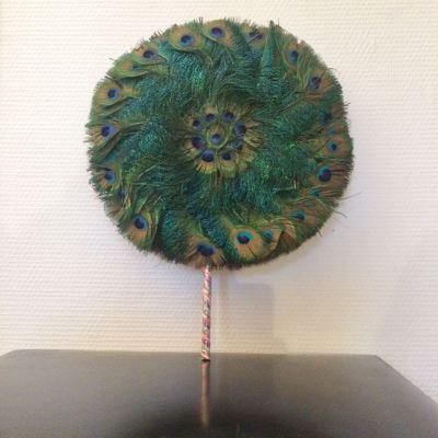 antique eventail en plumes de paon