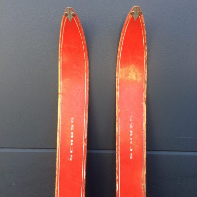 Ski en bois vintage