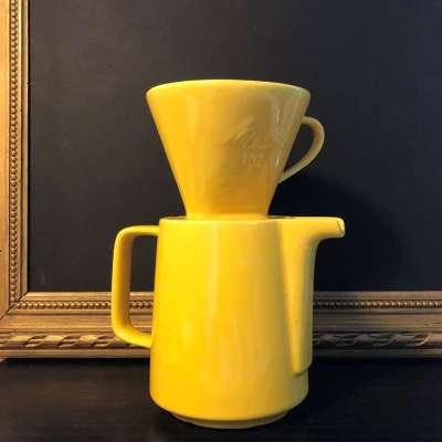 Théière vintage jaune