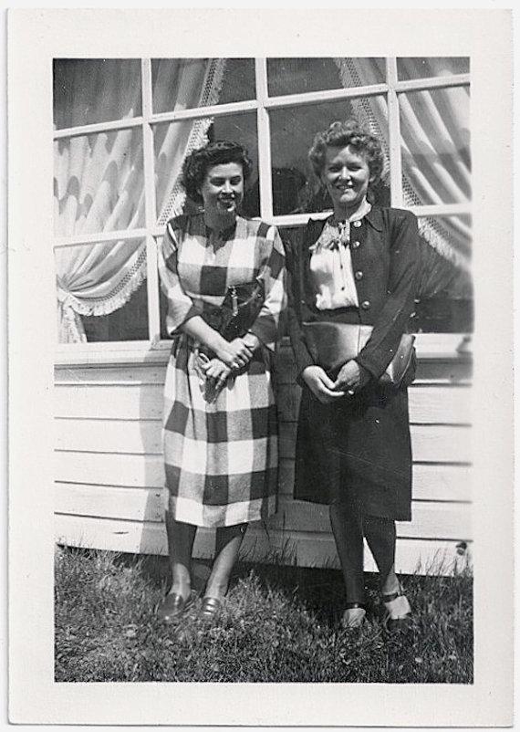 1940s vintage image of 2 women