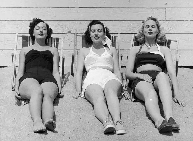 1940s vintage image of women on a beach