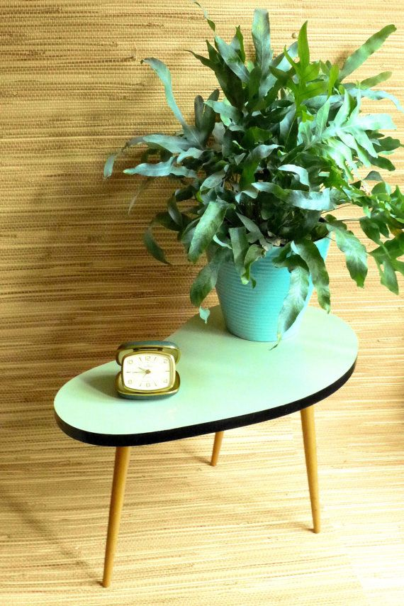 Kidney Table - Tripod - Formica - Mint - Mid Century
